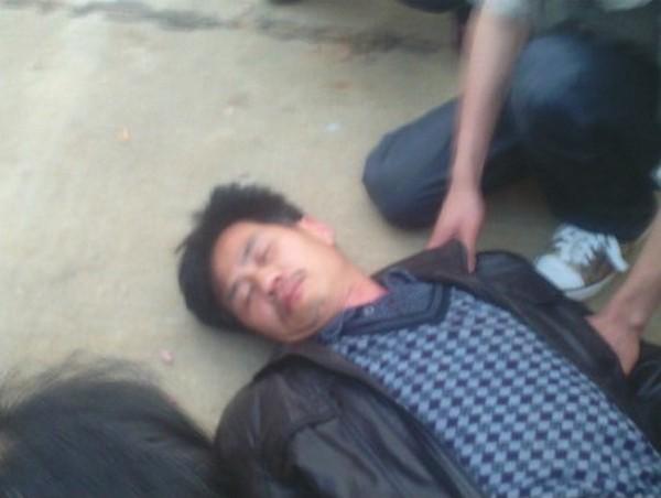 Родственник погибшей, пострадавший от рук полиции. Провинция Хунань. Апрель 2012 год. Фото с molihua.org