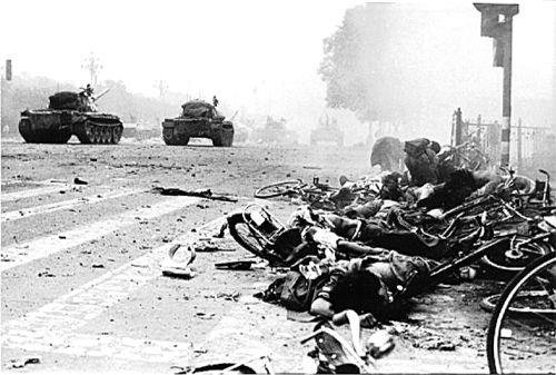 После расстрела студентов на площади Тяньаньмэнь. Пекин. 1989 год