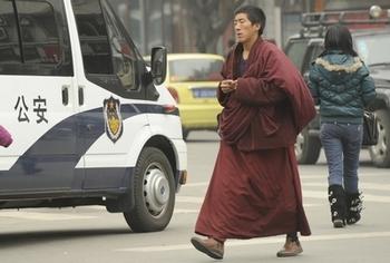 Ситуация в тибетских районах провинции Сычуань продолжает оставаться напряжённой. Фото: PETER PARKS / AFP