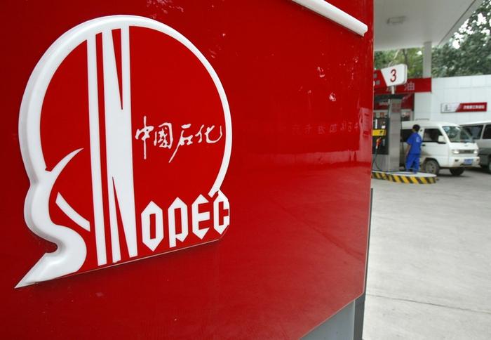 В бензине заправочной станции Sinopec Group было 80% воды. Фото: Frederic J. BROWN/AFP