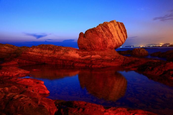 Известный всей Поднебесной Кулак бога в Ванли. Фотограф: Линь Вэньцзи