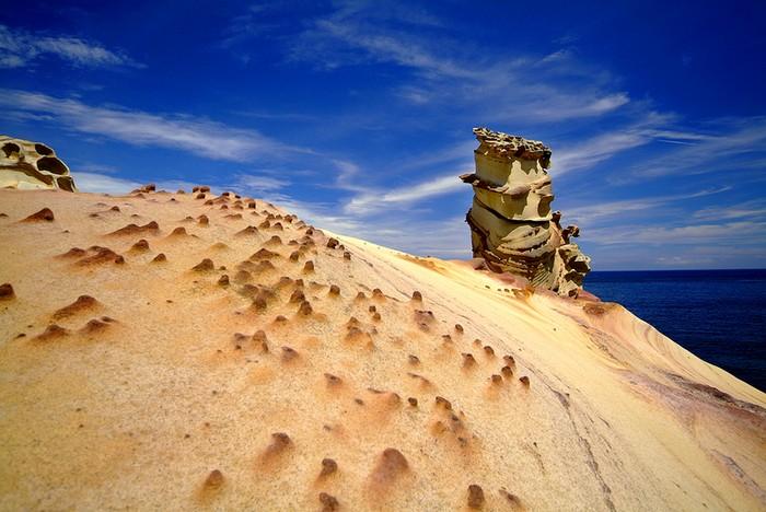Удивительная скала на ветру. Фотограф: У Гочжэнь