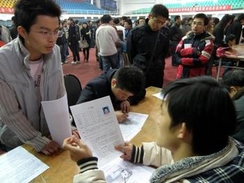 В Китае растёт безработица среди выпускников вузов. Фото с epochtimes.com