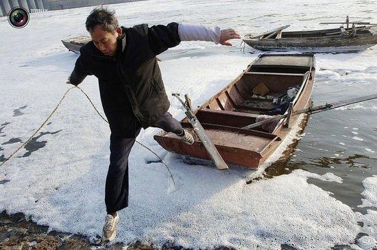 Китайские реки не выдерживают ускоренных темпов экономического роста. Фото с epochtimes.com