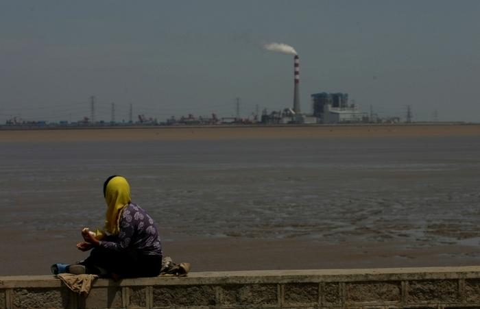 Промышленное загрязнение делает водные ресурсы Китая необитаемыми. Фото: China Photos/Getty Images