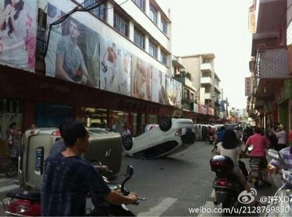 Протест рабочих-мигрантов. Посёлок Шаси провинции Гуандун. Июнь 2012 года. Фото с epochtimes.com