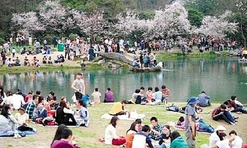 В городе Ханчжоу аномальная жара. Март 2013 год. Фото с epochtimes.com