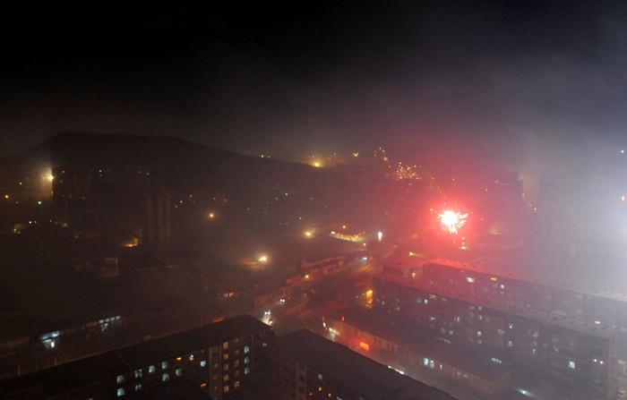 Пекин. Масштабное сжигание пиротехники ещё больше ухудшило качество воздуха. 9 февраля 2013 года. Фото с epochtimes.com
