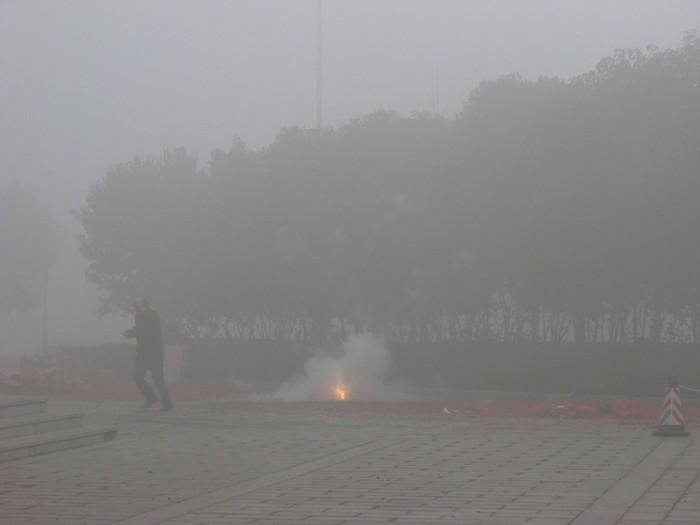 Город Сиань. Масштабное сжигание пиротехники ещё больше ухудшило качество воздуха. 9 февраля 2013 года. Фото с epochtimes.com