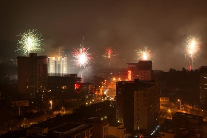 Город Фучжоу. Масштабное сжигание пиротехники ещё больше ухудшило качество воздуха. 9 февраля 2013 года. Фото с epochtimes.com