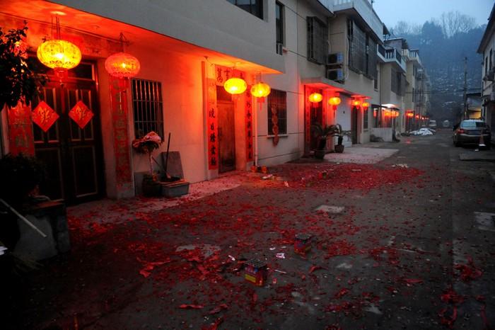 Провинция Чжэцзян. Масштабное сжигание пиротехники ещё больше ухудшило качество воздуха. 9 февраля 2013 года. Фото с epochtimes.com