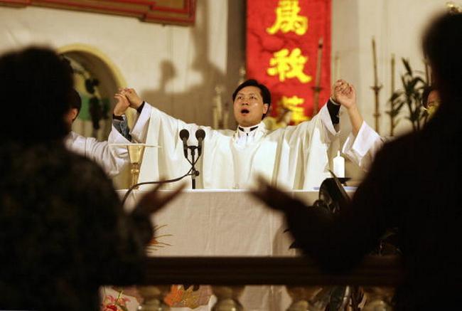 Коммунистический режим Китая видит в религии угрозу для своей власти. Фото: FREDERIC J. BROWN/AFP/Getty Images