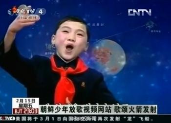 Северокорейский мальчик воодушевлённо поёт о покорении космоса. Фото с epochtimes.com