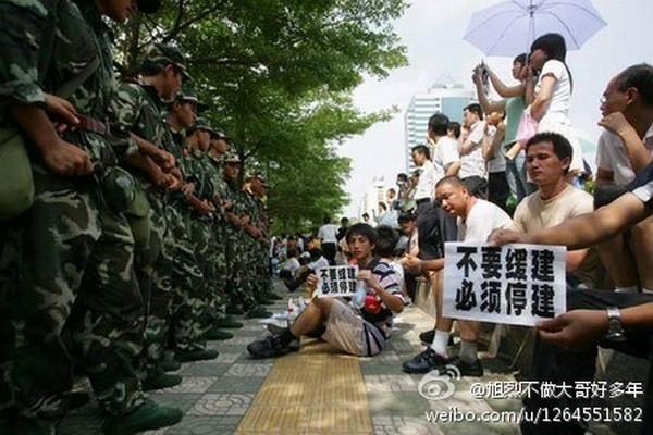 Протесты против строительства химического завода. Город Нинбо, провинция Чжэцзян. Октябрь 2012 года. Фото с epochtimes.com