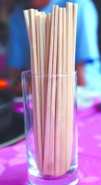 Ежегодно в Китае производят 80 миллиардов пар деревянных одноразовых палочек для еды. Фото с epochtimes.com
