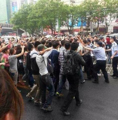 Массовый протест в Пекине. Май 2013 год. Фото с molihua.org