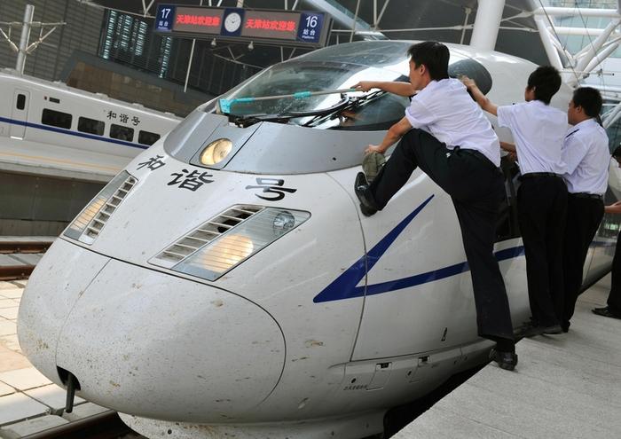 Китайские железные дороги работают в убыток. Фото: TEH ENG KOON/AFP/Getty Images