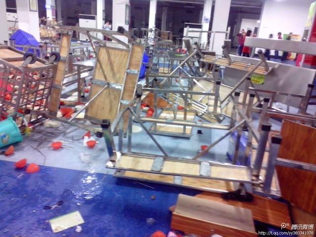 Погром в заводской столовой. Город Дунгуань провинции Гуандун. Январь 2013 года. Фото с molihua.org