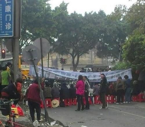 Протест жителей района Байюнь города Гуанчжоу провинции Гуандун. 21 января 2013 года. Фото с epochtimes.com