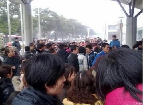 Пятый день забастовки рабочих электромоторного завода. Город Шанхай. 21 января 2013 года. Фото с epochtimes.com