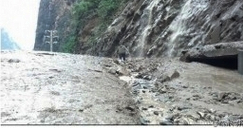 Селевый поток накрыл строителей ГЭС. Провинция Сычуань. Август, 2012 год. Фото с epochtimes.com