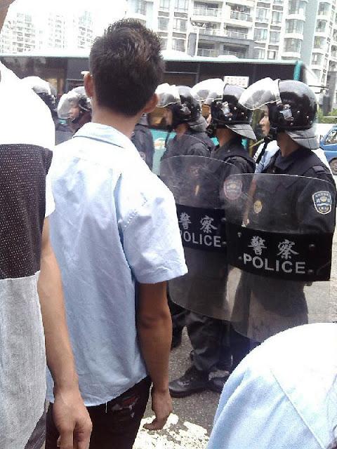 Протесты рабочих. Город Шэньчжэнь провинции Гуандун. Май 2013 года. Фото с epochtimes.com