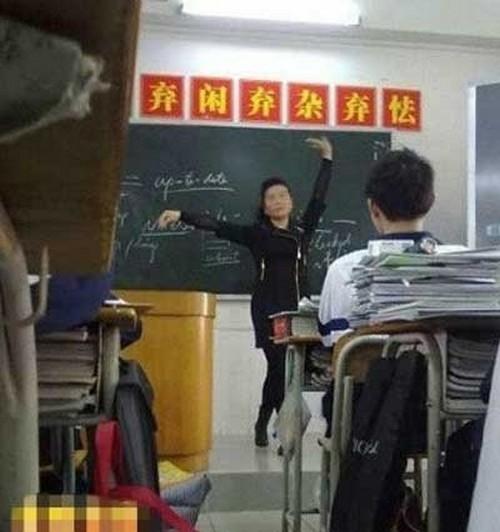 Что только не сделаешь, чтобы привлечь внимание учеников. Фото с epochtimes.com