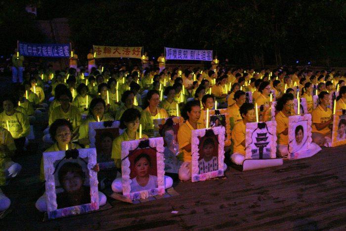 Акция памяти последователей Фалуньгун, погибших в Китае в результате репрессий со стороны компартии. Тайвань. Фото с zhengjian.org