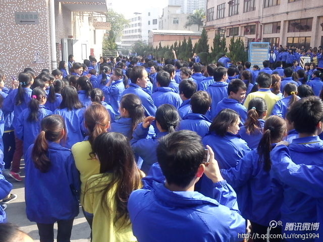 Забастовка китайских рабочих завода Yazaki. Город Шаньтоу провинции Гуандун. Ноябрь 2012 года. Фото с epochtimes.com