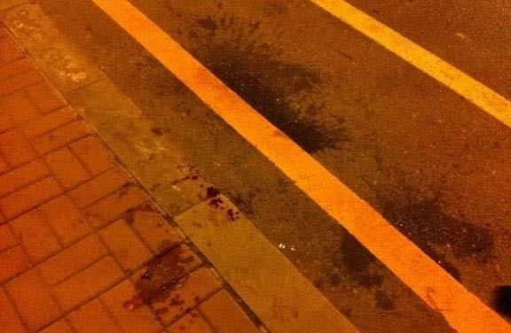Кровь на асфальте после подавления народного протеста. Город Далянь. Август 2011 год. Фото с epochtimes.com