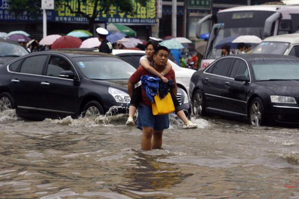 В Китае из-за наводнения погибло более 100 человек. Фото: STR/AFP/Getty Images