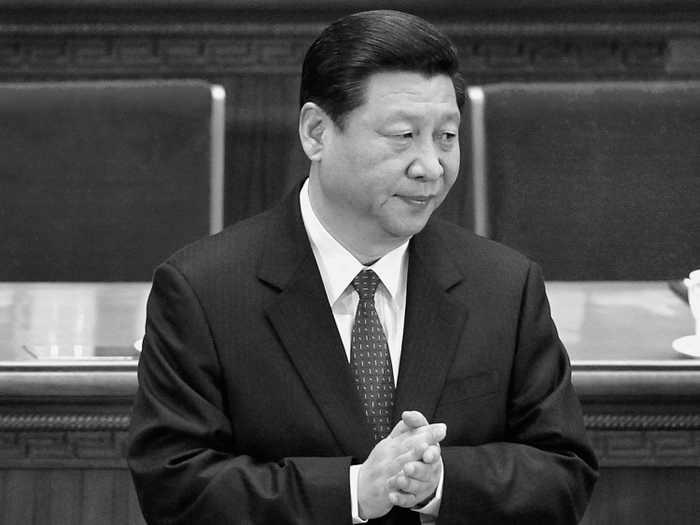 Следующий глава КПК Си Цзиньпин 13 марта в большом Народном зале в Пекине.15 сентября Си впервые публично выступил после двух недель отсутствия, согласно государственным СМИ Китая. Фото: Lintao Чжан / Getty Images