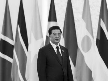 Лидер коммунистической партии Китая Ху Цзиньтао позирует для фото, Пекин, 19 июля. Ху сохранит контроль над военными после ухода с поста руководителя партии в начале следующего года. Фото: Andy Wong/Pool/Getty Images