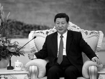 Си Цзиньпин в Большом Народном Зале в Пекине 29 августа 2012 года. В преддверии 18-го съезда компартии Китая (КПК), который состоится в ноябре и на котором Си Цзиньпин будет назван главой КПК, взгляды будущего лидера стали предметом большого интереса. Фото: How Hwee Young/AFP/Getty Images