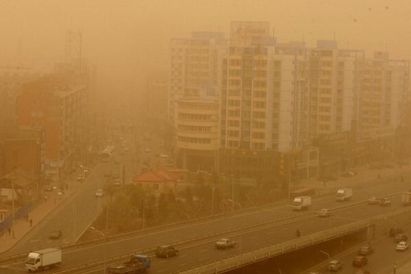 Фоторепортаж о песчаных бурях на северо-востоке Китая. Фото: ChinaFotoPress/Getty Images