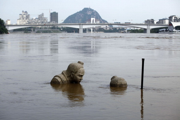 Фоторепортаж о наводнении на юге Китая. Фото: ChinaFotoPress/Getty Images