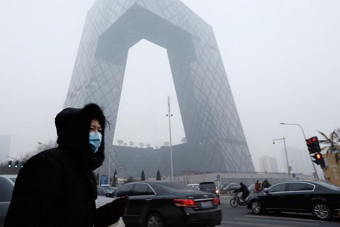 Смог в Пекине не прекращается: из-за высокой концентрации ядовитых веществ власти вновь объявили смоговую тревогу. Фото: Lintao Zhang/Getty Images