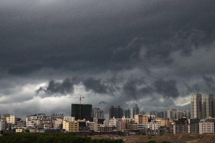 Город Санья на юге Китая затоплен после тропического урагана 23 мая 2013 г. Фото: ChinaFotoPress/Getty Images