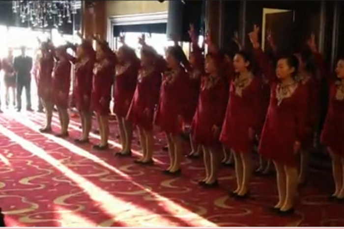 Военная дрессура в китайском отеле. Фото: Скриншот youku.com/Epoch Times Deutschland