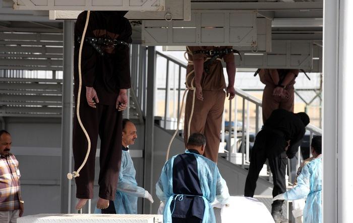В столице Кувейта 1 апреля 2013 г. была проведена экзекуция троих осуждённых убийц. Это первая казнь в Кувейте с мая 2007 г. Фото: YASSER AL-ZAYYAT/AFP/Getty Images