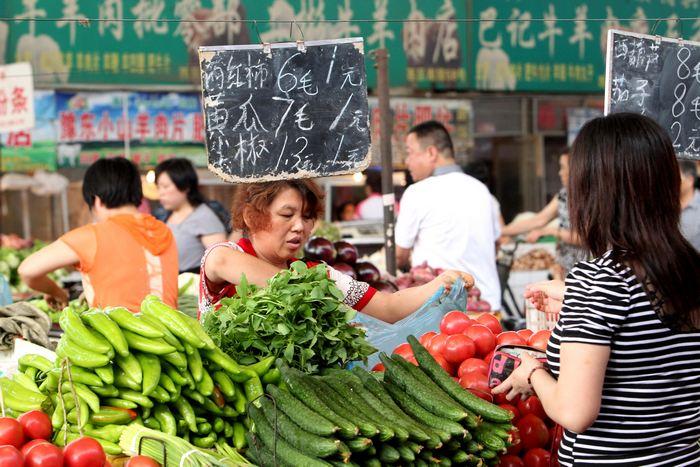 Безопасность продуктов питания представляет собой большую проблему в Китае. Фото: ChinaFotoPress/Getty Images
