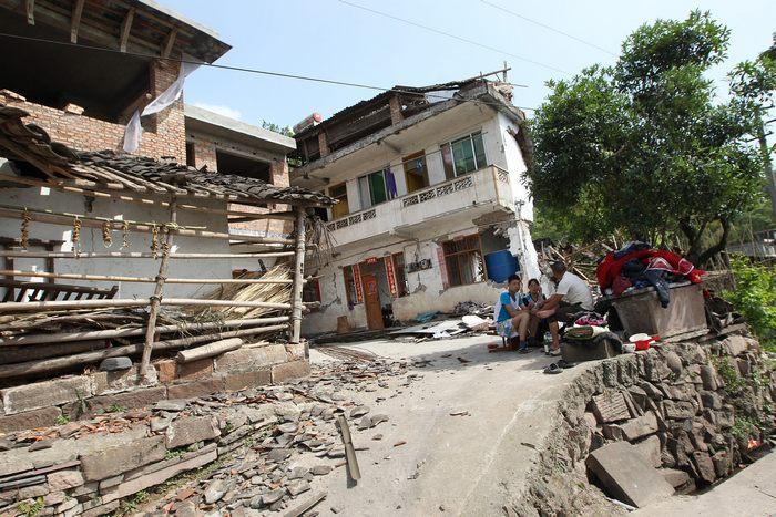 После землетрясения в уезде Лушань китайской провинции Сычуань 20 апреля 2013 г. Фото: STR/AFP/Getty Images