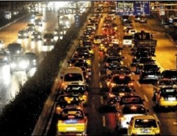8 сентября на Пекин обрушился ливень, что привело к огромным пробкам на 146 дорогах. Фото с epochtimes.com