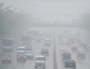 Проблема загрязнения воздуха в Пекине очень серьезная. Фото: REDERIC J. BROWN/AFP/Getty Images