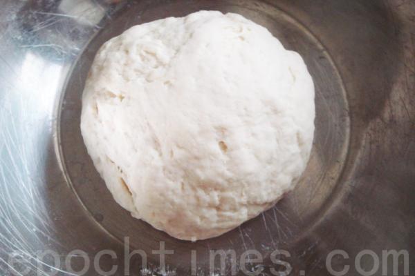 Лепёшки с шинкованной репой. Первый способ приготовления. Фото: Линь Сюся/Великая Эпоха (The Epoch Times)