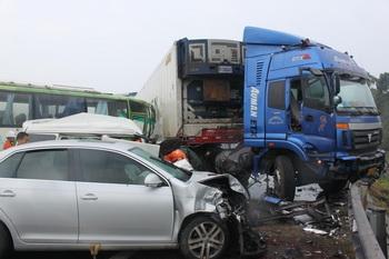 В 2010 году было зафиксировано 3,9 млн дорожно-транспортных происшествий, в которых погибло 65 225 человек, получили ранения  254075 человек. Фото с epochtimes.com