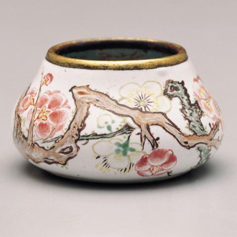 Изысканные предметы с китайской эмалью. Фото: news.zhengjian.org