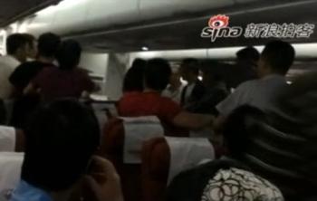 Первая драка китайских пассажиров произошла 7 сентября на самолёте авиакомпании Sichuan Airlines Symbian. Фото: epochtimes.com