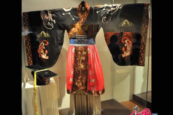 Церемониальная одежда императора династии Цинь (династия 246 - 207 гг. до н. э.). Фото: news.zhengjian.org