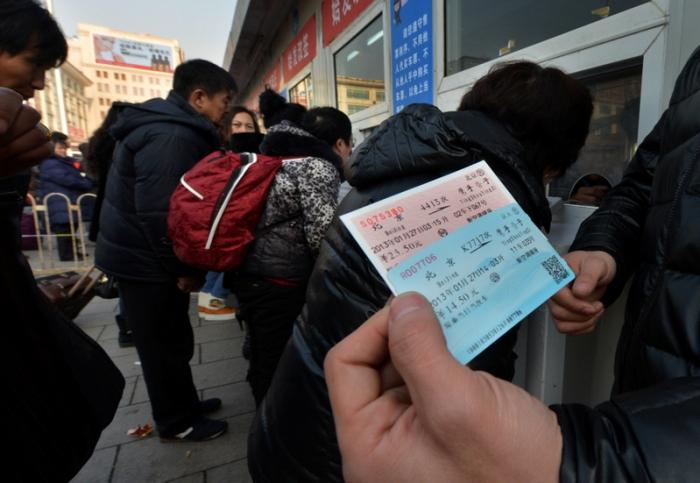Билеты куплены. 26 января 2013 года, Пекин. Фото: MARK RALSTON/AFP/Getty Images